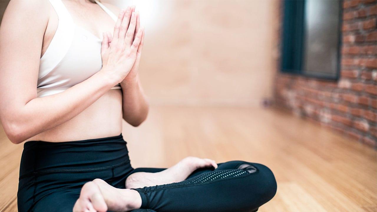 como-surgio-el-yoga